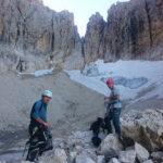 al cospetto di quel che resta del ghiacciaio del Sassolungo